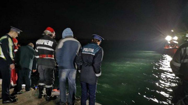 Un bărbat, căzut 15 ore în urmă cu motostivuitorul în Portul Constanţa, este de negăsit. Căutările continuă