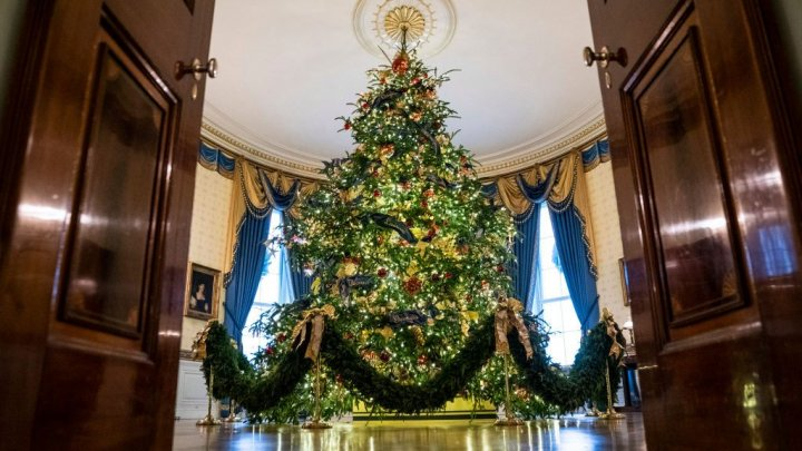 Magia Crăciunului, la Casa Albă. Melania Trump a prezentat cum a fost decorată reşedinţa prezidenţială (VIDEO)