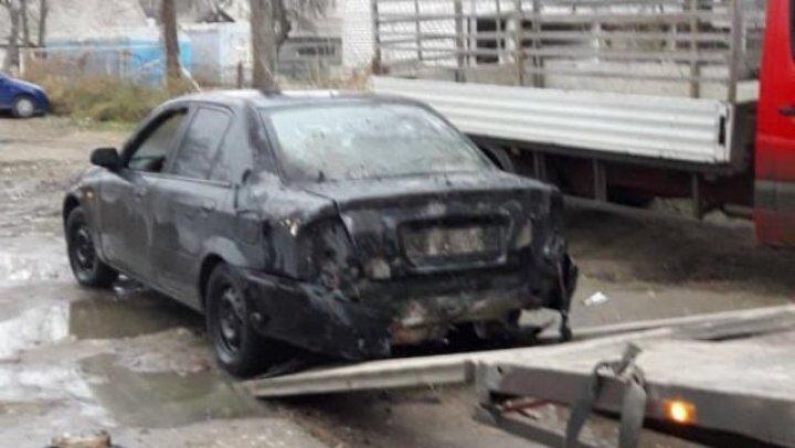 NEBUNIE totală. MOTIVUL pentru care un bărbat din Cahul și-a incendiat mașina (FOTO)