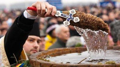 Creştinii ortodocşi de stil vechi sărbătoresc, astăzi, ajunul Bobotezei