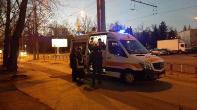 INCENDIU într-un bloc de locuit din Capitală. O femeie a murit, iar trei copii au fost transportaţi la spital (FOTO)