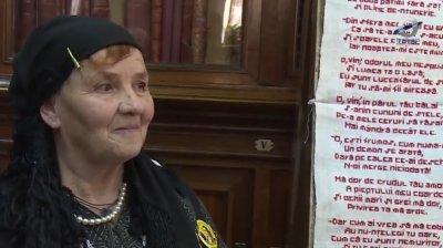 """O femeie din România a cusut versurile din poemul """"Luceafărul"""" pe o pânză"""