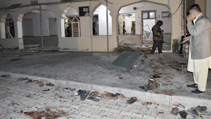 Atentat cu bombă într-o moschee din Pakistan: Cel puţin 13 persoane au fost ucise