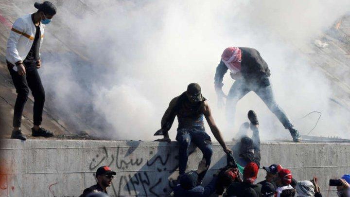 Șapte răniţi în ciocniri între poliţie şi protestatari la Bagdad