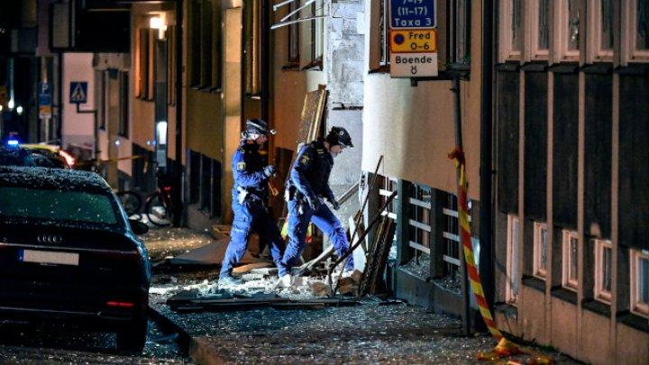 Explozie puternică într-o clădire rezidenţială din Stockholm. Mai multe maşini, avariate în urma deflagraţiei