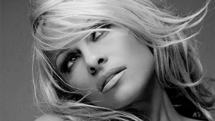 Fotomodelul şi actriţa canadiano-americană Pamela Anderson s-a căsătorit pentru a cincea oară