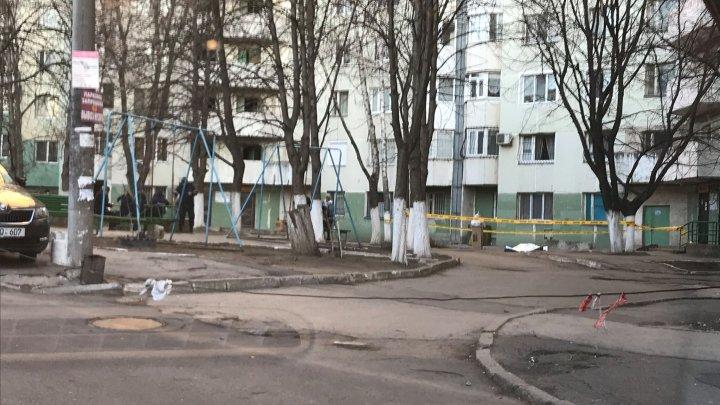 INCIDENT ŞOCANT în Capitală. Un tânăr de 26 de ani a decedat, după ce a căzut de la etajul zece al unui bloc