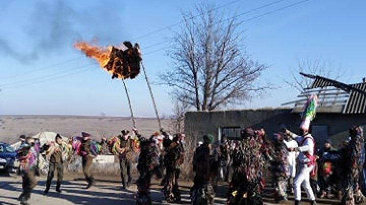 Tradiții și obiceiuri păstrate la Petrești. Localitatea a fost invadat pentru o zi de personaje din basme (FOTO/VIDEO)