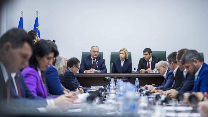 Deputaţii din Adunarea Populară a Găgăuziei i-au cerut lui Dodon cinci mandate în Parlament: E timpul să întoarceţi datoriile (VIDEO)