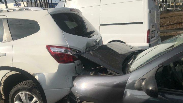 Accident violent la intrarea în Chişinău. O persoană a avut nevoie de îngrijiri medicale