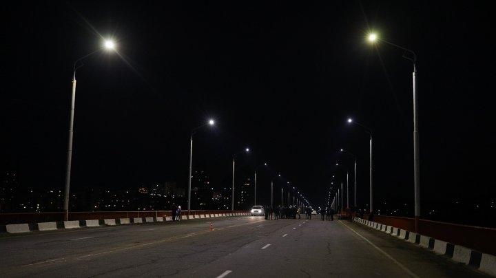 Podul peste Nistru, dintre Rezina și Râbnița, iluminat după o pauză de 27 de ani (FOTO)