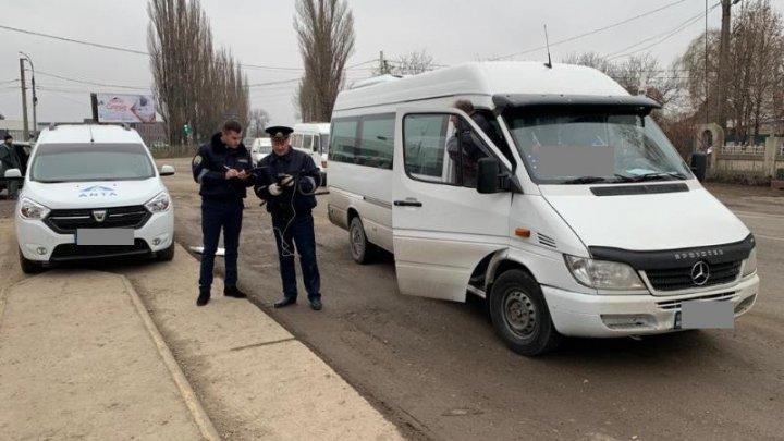 VERIFICĂRI în nordul ţării. Şoferi de microbuze de pe rute interurbane, dar şi de camioane, AMENDAŢI (FOTO)