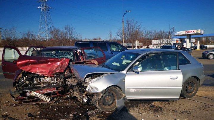 Accident GRAV la Căuşeni. Cinci persoane rănite au fost transportate la spital