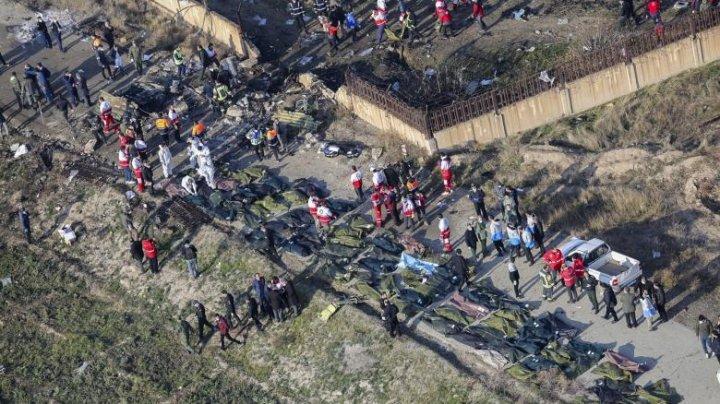 Imaginile surprinse de un satelit militar arată că avionul ucrainean prăbușit în Iran a fost doborât de cel puțin o rachetă antiaeriană