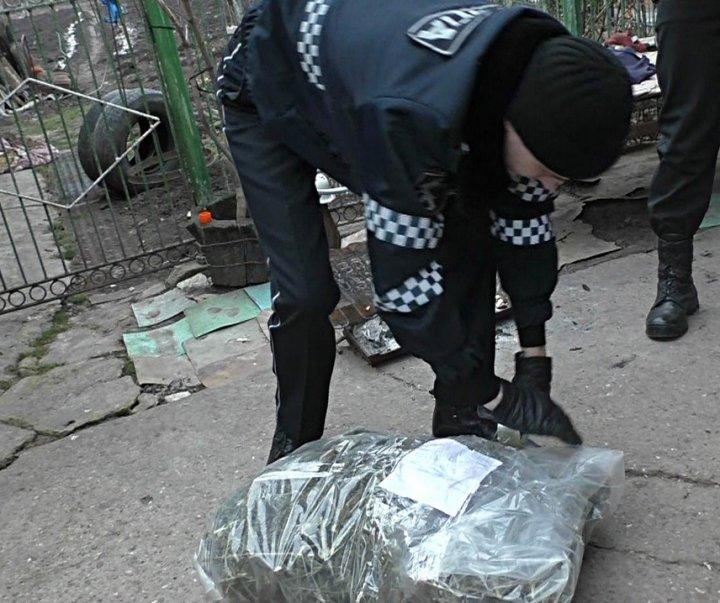 Afacere ilegală, dată peste cap de poliţie. Ce au descoperit oamenii legii la domiciliile a patru bărbați (FOTO)