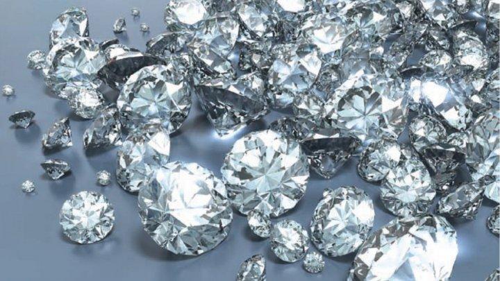 Spargere ca în filme în Londra. Trei români au furat aur şi diamante în valoare de 300.000 de lire sterline