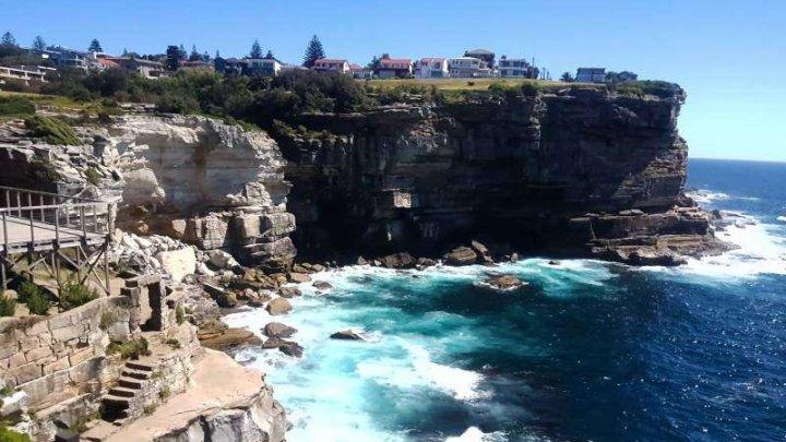 O tânără britanică a murit după ce a căzut de pe o stâncă dintr-o zonă turistică din Sydney