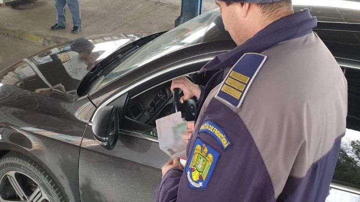 Un moldovean le-a dat bătăi de cap poliţiştilor de frontieră. Ce avea ascuns în paşaport