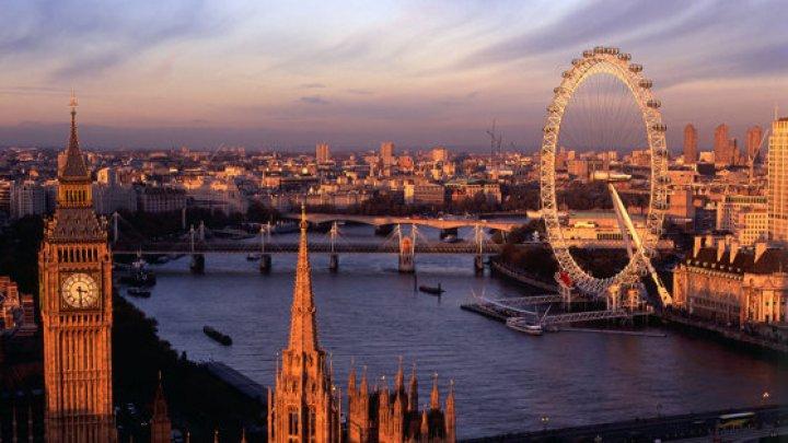 Marea Britanie: Uriaşa roată ''London Eye'' aniversează 20 de ani