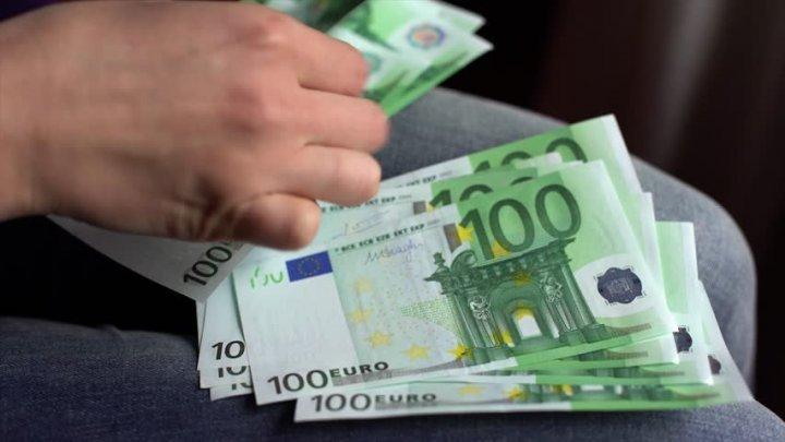 A cerut 1000 de euro pentru o plăcuță și un certificat de înmatriculare