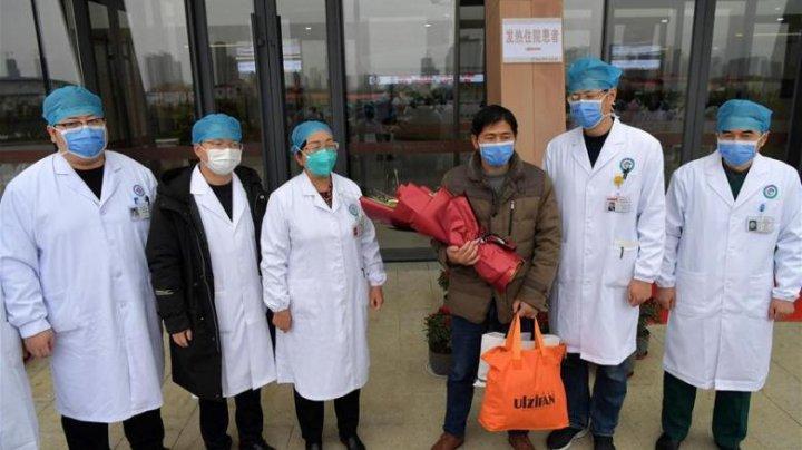 Un pacient vindecat de coronavirus, în China, a fost externat