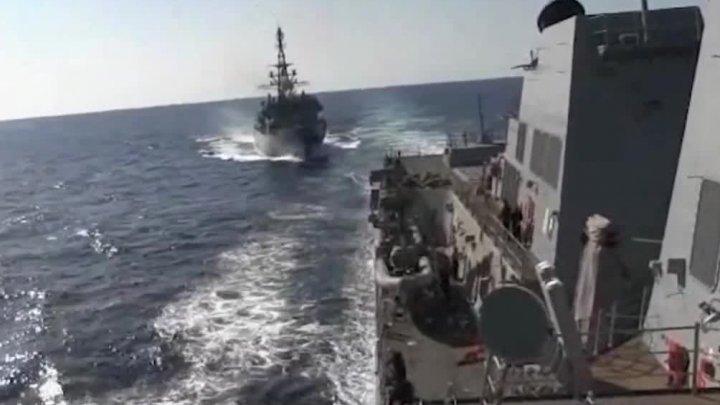 O navă militară a Rusiei s-a apropiat periculos de un distrugător al marinei Statelor Unite