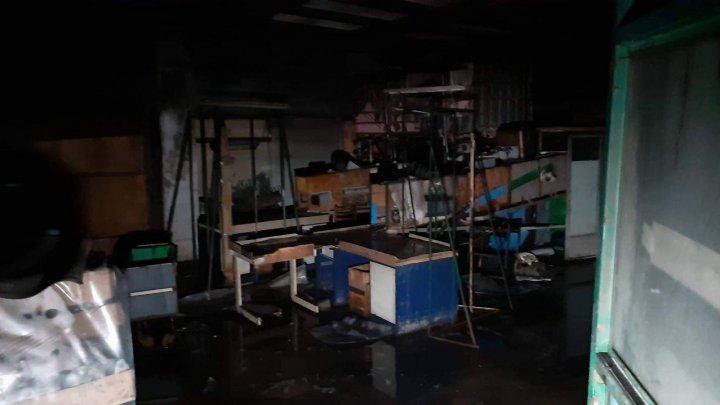 INCENDIUL din sectorul Râşcani. PRIMELE IMAGINI din interiorul clădirii, care a fost cuprinsă de flăcări