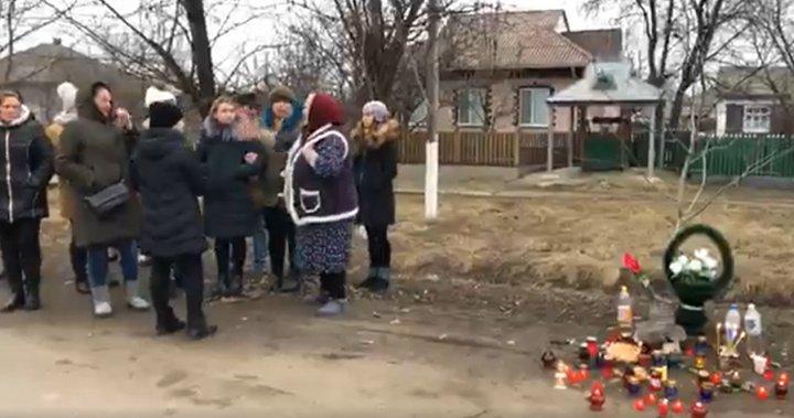 PROTEST la Elizaveta. Tatăl tânărului împuşcat de un carabinier s-a culcat pe şosea, iar o femeie a leşinat  (VIDEO/FOTO)