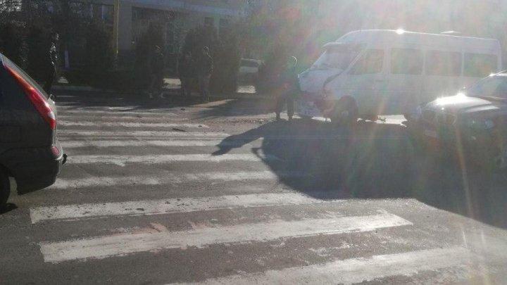 ACCIDENT GRAV la Hînceşti: Două microbuze cu pasageri s-au ciocnit. Mai multe persoane au fost rănite (FOTO/VIDEO)