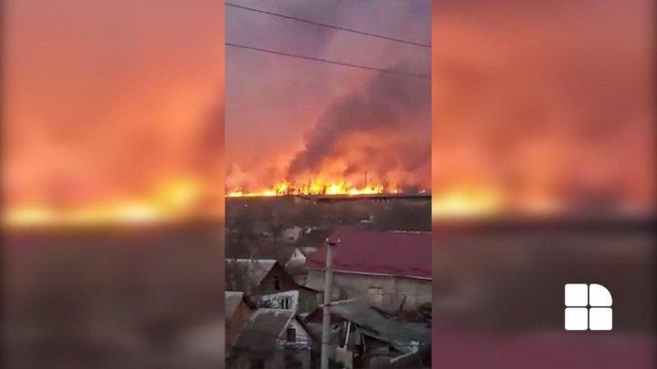 Incendiu la Strășeni. Arde o suprafață mare de vegetație (FOTO/VIDEO)