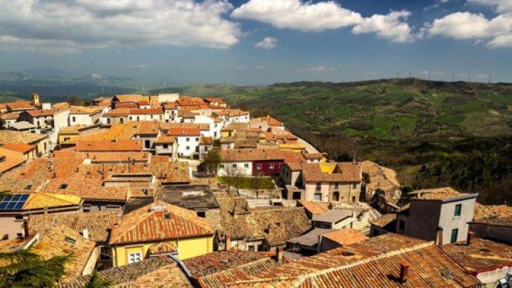 Un alt oraş superb din Europa scoate la vânzare case la preţ de un euro