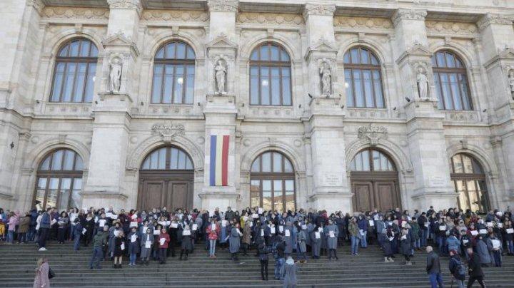 Protestul judecătorilor din Bucureşti: şi-au suspendat activitatea, nemulţumiţi de anularea pensiilor de serviciu