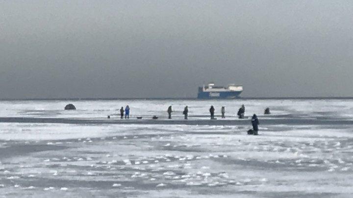 PANICĂ în Rusia: Cel puțin 250 de oameni au fost salvați, după ce au rămas blocați pe mai multe bucăți de gheață