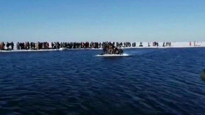 Cum au ajuns peste 530 de perscari ruşi să plutească pe o bucată de gheață, care s-a desprins de insula Sahalin (VIDEO)