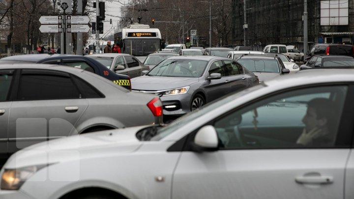 TRAFIC INTENS în Capitală. Străzile pe care se circulă cu dificultate