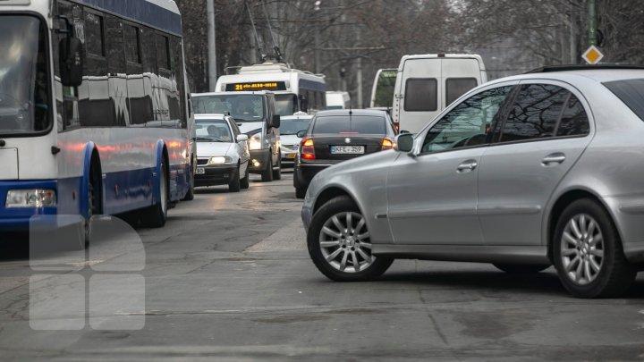Conduceți cu prudență! Cum se circulă în aceste momente pe străzile din Capitală