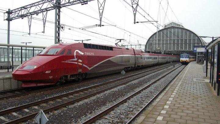 Un bărbat agresiv, care ar fi strigat Allahu Akbar, arestat într-un tren Amsterdam-Paris