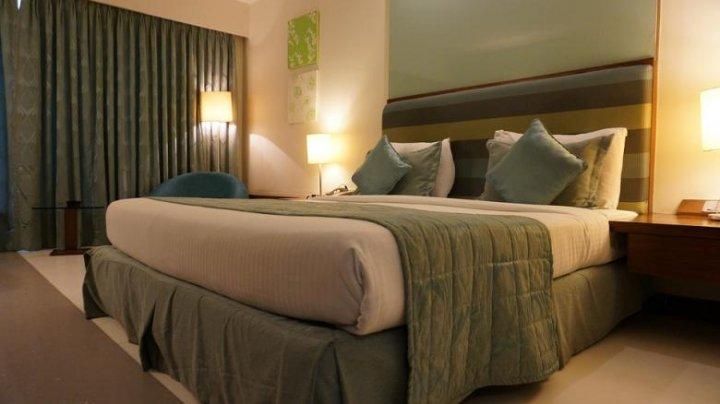 Clienții unui hotel pot obține sejururi gratuite, timp de 18 ani. Ce condiţie trebuie să respecte de Valentine's Day