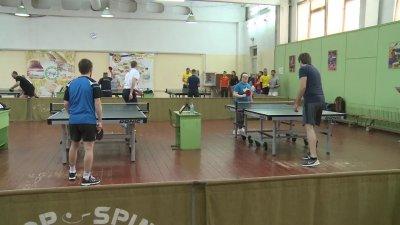 Zeci de diplomaţi de la noi din ţară au jucat tenis de masă în scop caritabil