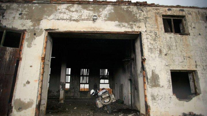 Cu frica-n sân prin Capitală: Clădirile abandonate prezintă un adevărat pericol pentru locuitori
