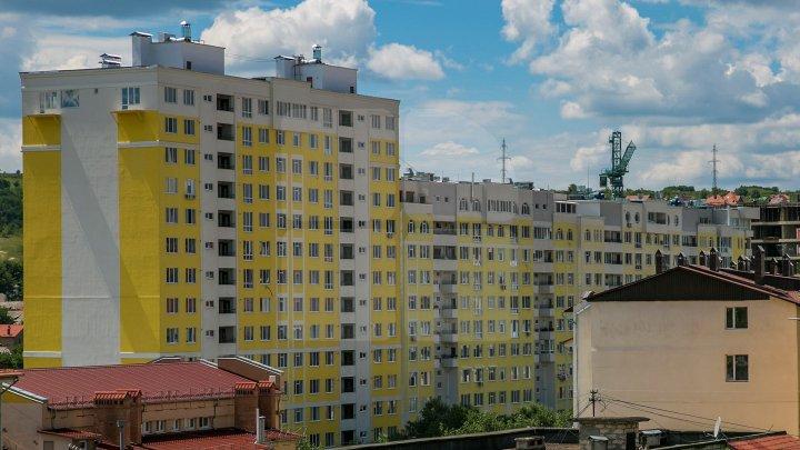 Val de sinucideri: Un bărbat de 62 de ani s-a aruncat de la etajul 3 al unui bloc de locuit
