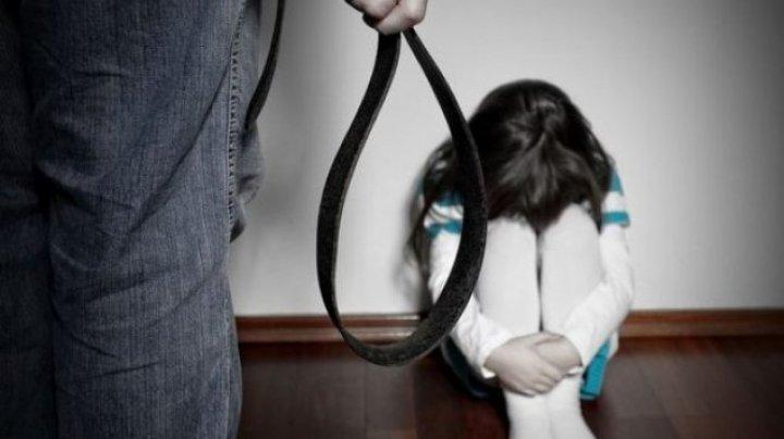 Caz şocant la Orhei: O fetiță de 9 ani, bătută de propria mamă și bunic