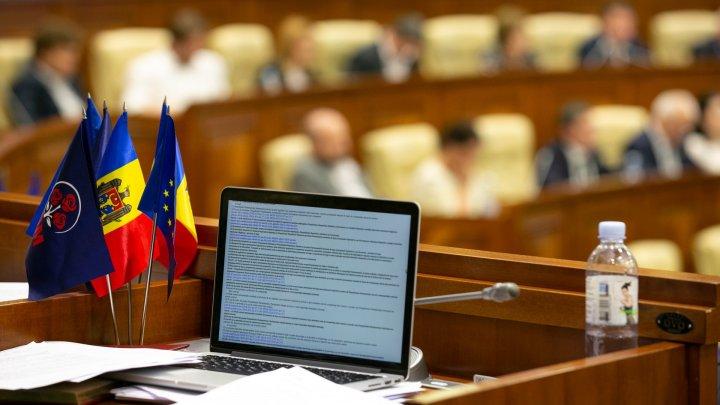 Parlamentul se întrunește joi, în ședință plenară. Ce măsuri de securitate au fost luate