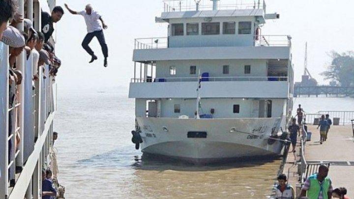 Un căpitan de vas s-a aruncat eroic în apă de la 12 metri pentru a salva o femeie de la înec