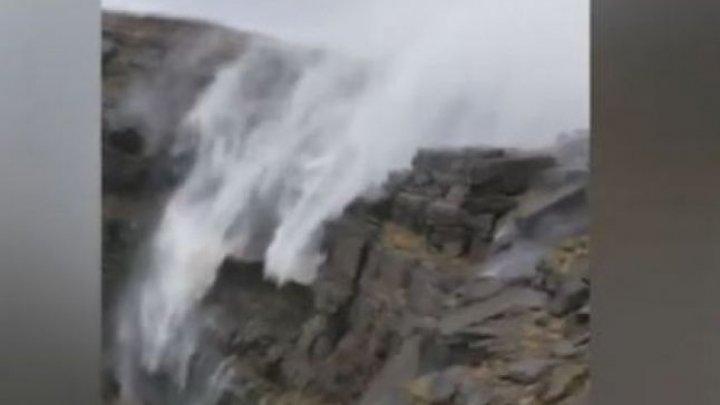 SENZAŢIONAL! Momentul în care o cascadă din Marea Britanie curge invers (VIDEO)