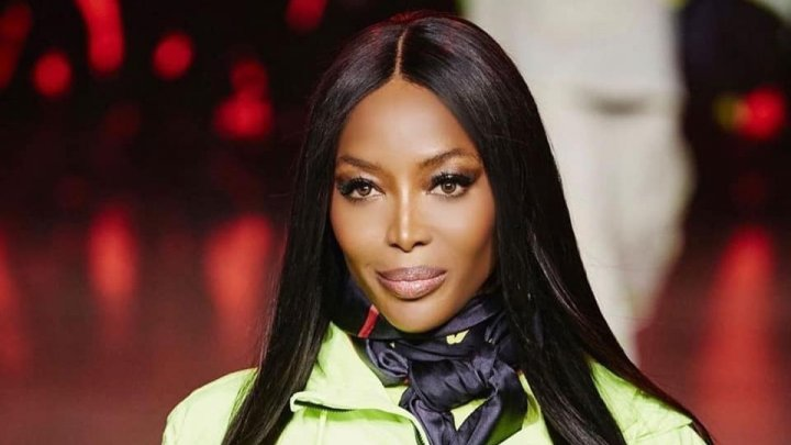 Top-modelul britanic Naomi Campbell, în vârstă de 49 de ani, a urcat din nou pe podiumul de defilare