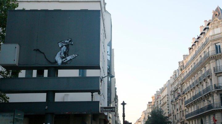 Furt al unei opere de Banksy la Paris: Un suspect a fost pus sub acuzare