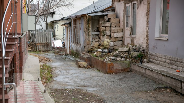 IMAGINI DEZOLANTE în curțile mai multor case de pe strada Alexei Sciusev. Ştefăniţă: Epidemie de coronavirus, în stil moldovenesc (FOTOREPORT)