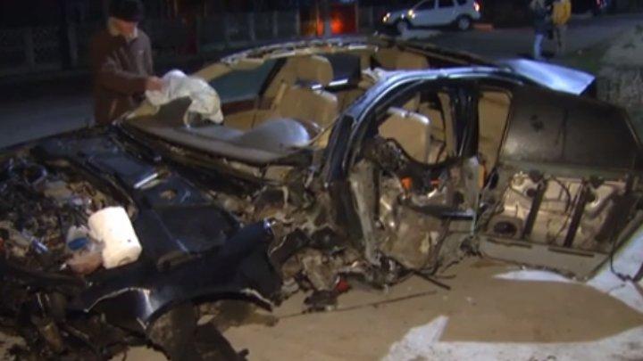 ACCIDENT CUMPLIT: Un şofer teribilist, la un pas să-i bage în mormânt pe patru tineri. Maşina, făcută praf