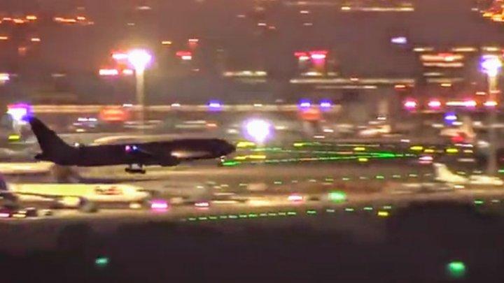 Un avion care a survolat Madridul câteva ore a ATERIZAT. Zeci de maşini de intervenţie şi ambulanţe sunt pe pistă (VIDEO)